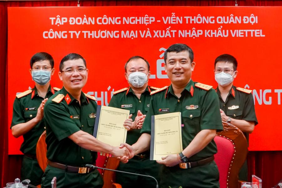 Đồng chí Đỗ Mạnh Hùng nhận nhiệm vụ Chủ tịch Viettel Commerce
